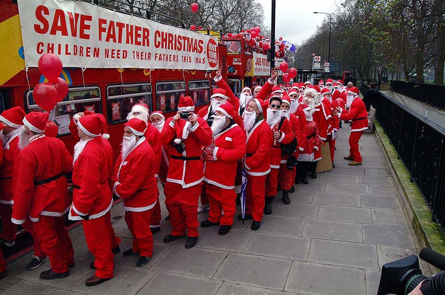 FATHERS4JUSTICE FATHER CHRISTMAS PROTEST 2002
